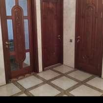 Двери из красного дерева, в г.Баку