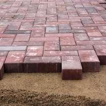 Устройство покрытия из тротуарной и декоративной плитки, в Великом Новгороде