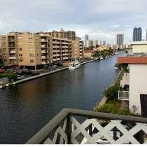 Квартира в Норт-Майами-Бич с видом на канал, в г.North Miami Beach