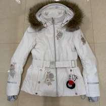 Куртка для девочки шапка в подарок ?, в Москве