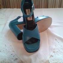 Продам итальянские босоножки кожа колодка удобная размер38, в Севастополе