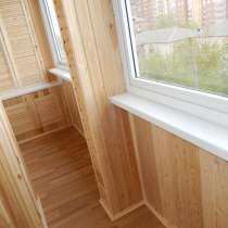 Красивый теплый балкон. Отделка деревянной вагонкой, в Красноярске