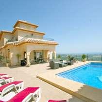 Элегантная вилла с панорамным видом на море в Испании, Кальп, в г.Calp