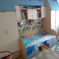 Детская мебель: кровать, 2 шкафа, полка, в г.Байконур