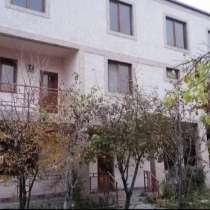 Дом (325кв. м) + Участок (420кв. м), в г.Ереван