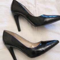 Продам новые лаковые туфли 40 размера, в Санкт-Петербурге