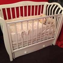 Кроватка детская с комодом, в Сургуте