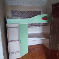 Детская кровать со столом и шкафом, в Нижнем Новгороде
