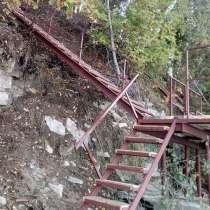 Лестница металлическая - спуск к реке, в Перми