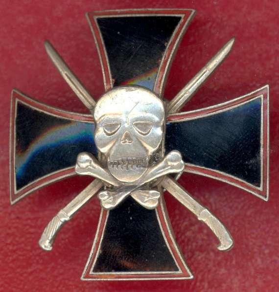 Черный крест с мертвой головой