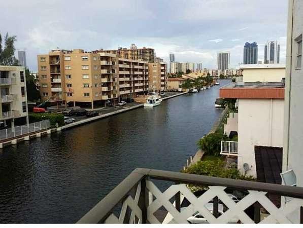 Квартира в Норт-Майами-Бич с видом на канал