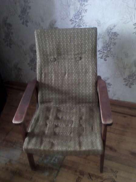 Шифонер, кресла, трюмо, холодильник,ковры,книжный шкаф и т.п