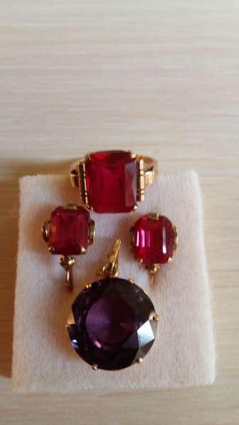 Золотое кольцо и сережки с рубином, кулон с ониксом