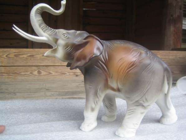 Фарфоровую статуэтку-Слон-,ROYAL DUX,1960-е гг