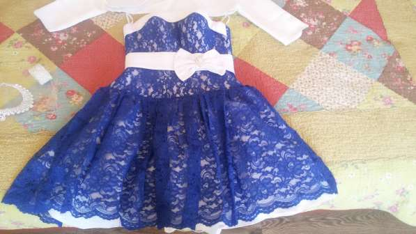 Продаю платье до колен с балеро или без