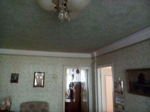 В Кропоткине по ул.Красной 2-комнатная квартира 52 кв.м. 3/5