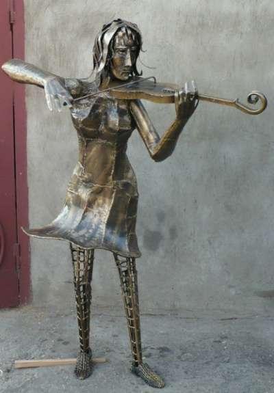 """Кованая скульптура""""Девочка и скрипк"""