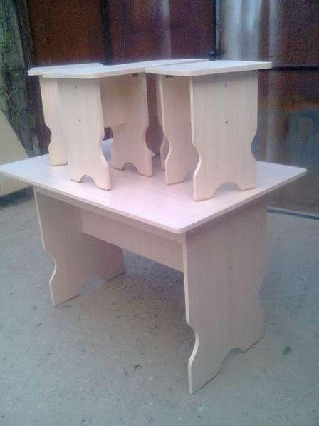 Стол кухонный с 4- мя табуретками, хорошего качества продам