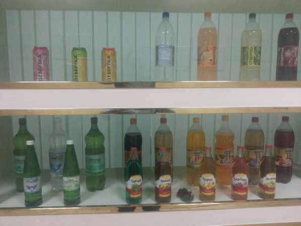 Вода минеральная, лимонад, квас, джин-тоник