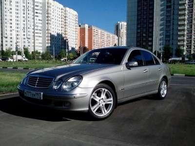 подержанный автомобиль Mercedes E-klasse III 3.2 AT