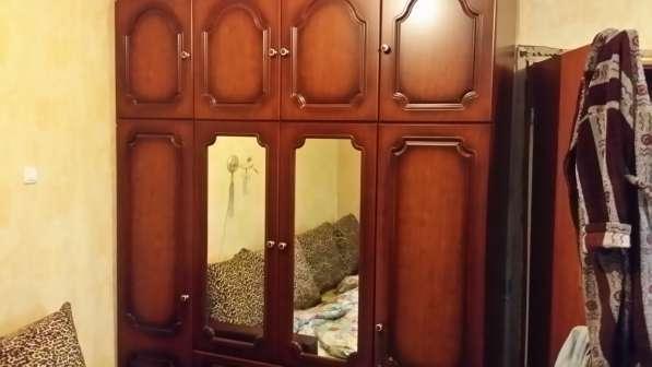 Шкаф 3-х створчатый, зеркальный, 235-176-58, свежий, в отлич