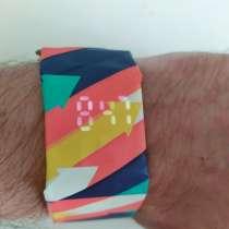 Стильные влагозащищенные электронные часы - браслет (новые), в Кирове