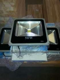 Светодиодный прожектор 50W б/у, в Перми
