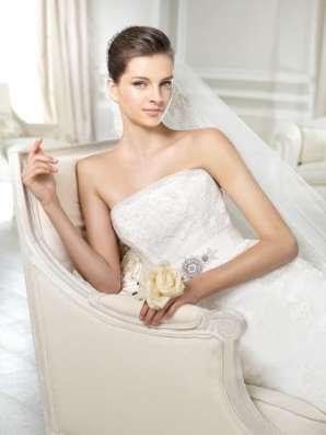 Свадебное платье испанского бренда White One в Москве Фото 1