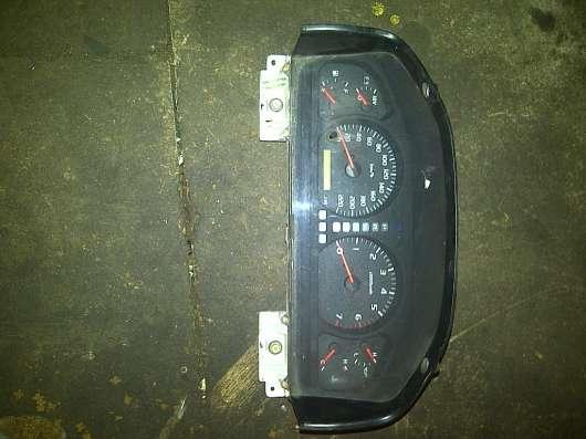 Toyota Land Cruizer-100  панель приборов 83800-6B270