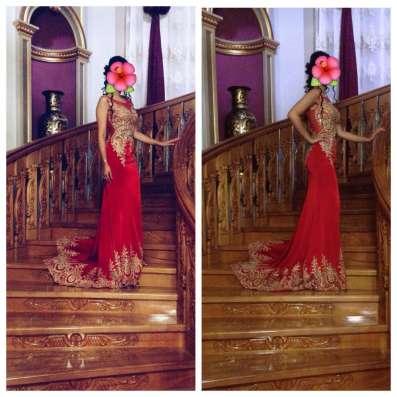 Вечерное платье от Tony Bowls