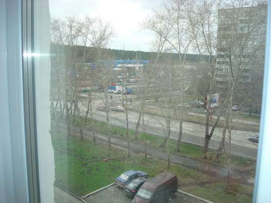 Трехкомнатная квартира в спальном районе Екатеринбурга