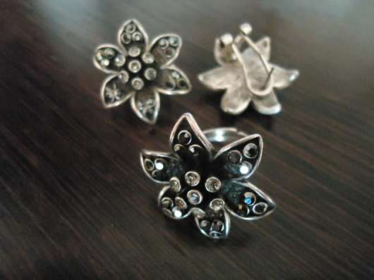Комплект бижутерии Цветок серьги и кольцо