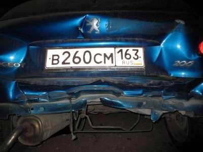 автомобиль Peugeot 206