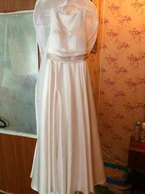 Продам платье)атласное, Айвори цвет в Москве Фото 1