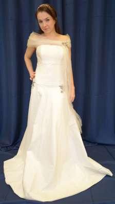 Атласное свадебное платье со шлейфом в Москве Фото 3