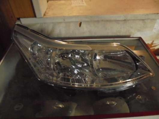Передняя правая фара на Citroen C4 2004-2010