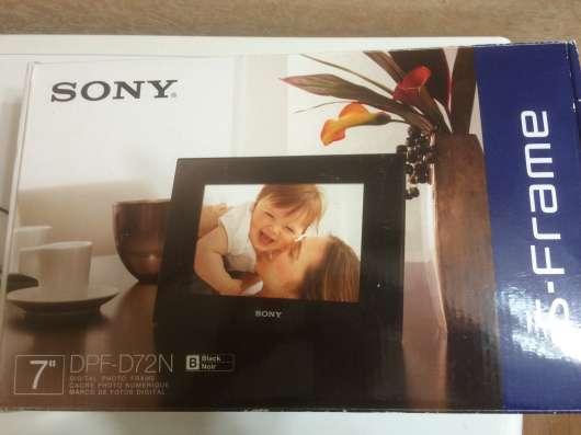 Цифровая фоторамка SONY DPF-D72N