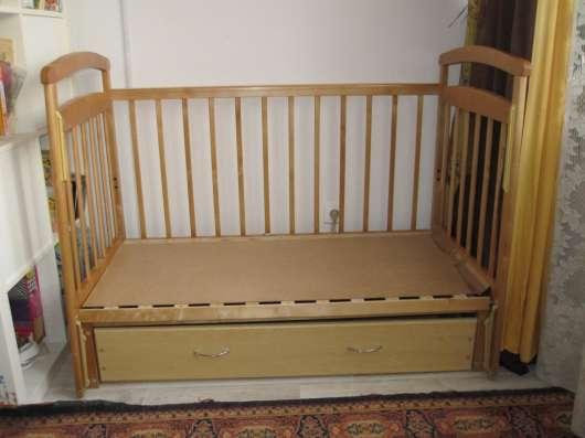 Продам детскую кроватку с маятником продольного качания