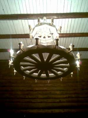 Декоративная люстра колесо d-100см 8 плафонов цвет тем. дуб