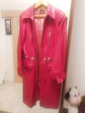 Продам кожаный плащ красного цвета