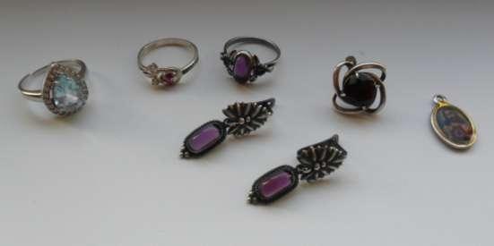 Сережки разные с камушком англ замок и петелька