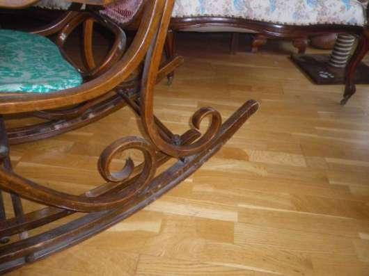 Старинное  кресло  качалка