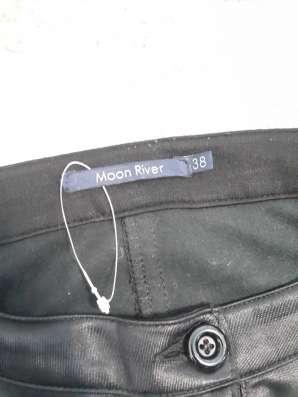 Женские брюки черные с кожаными вставками