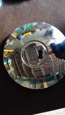Колесные колпаки автомобиля Москвич 412 и стекла фар