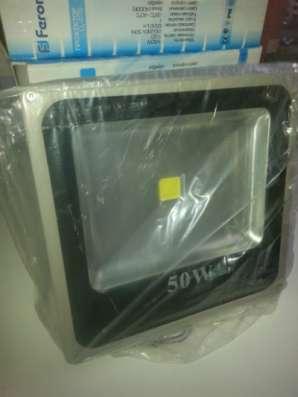 Светодиодный прожектор 50W б/у
