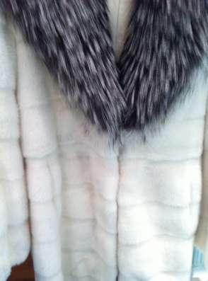 Роскошная шуба из меха белоснежной норки с чернобуркой в Москве Фото 2
