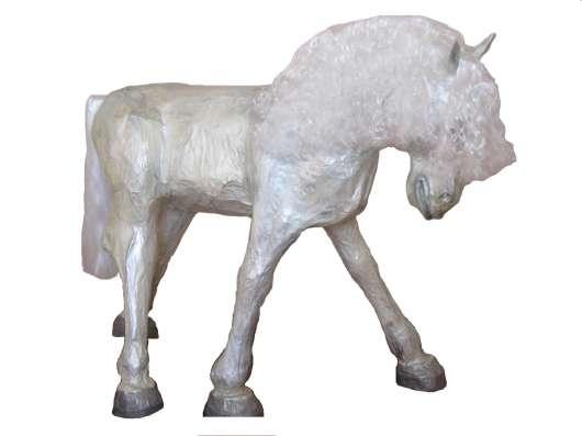 Фигуры размером с пони, выполненные в технике папье-маше