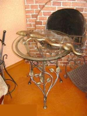 Стол обеденный с стеклянной столешницей