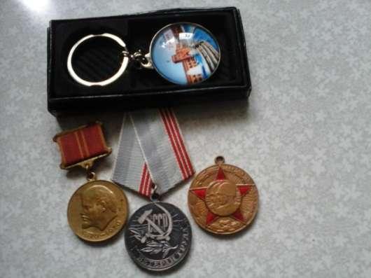 Значки. ордена. брелки. жетоны