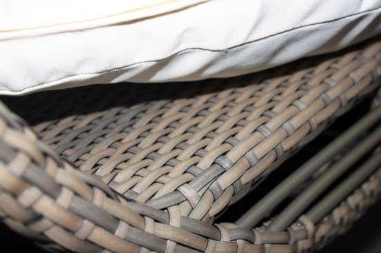 Подвесное кресло коричневое из искусственного ротанга
